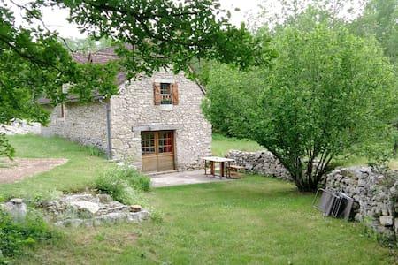 Ressourcement dans l'ancienne bergerie - Saint-Chels