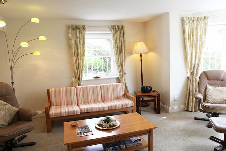 Oakhurst 2 bed Apartment Self Catering