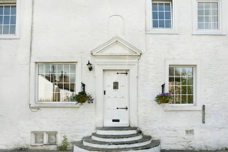 Beautiful B&B room and private bath - Burton-in-Kendal