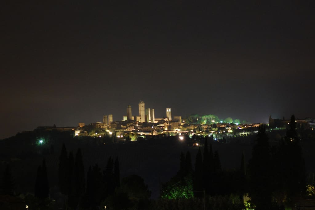 San Gimignano night view from Montegonfoli. Telephoto, about 250mm.