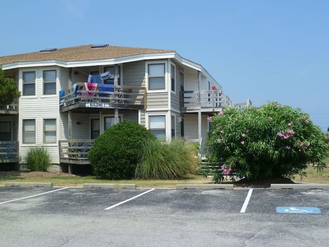 Outer Banks Condo (MP 10, 2 pools, walk to beach)
