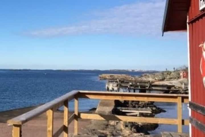 Havsnära villa i Hällsvik