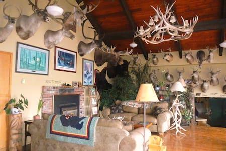 Whitebird Summit Lodge BnB - Grangeville