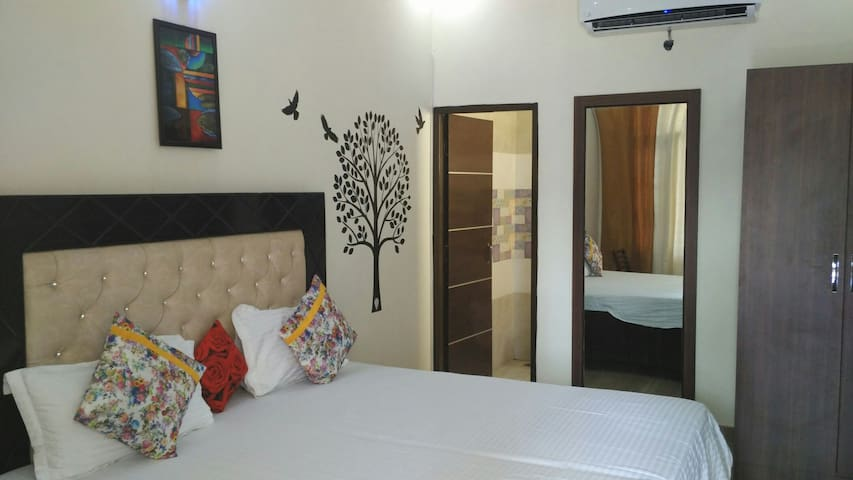 Fully furnished 8 Rooms with WiFi - Chandigarh - Penzion (B&B)