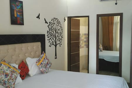 Fully furnished 8 Rooms with WiFi - Chandigarh - Szoba reggelivel