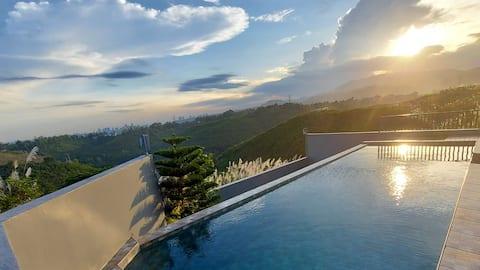 4BR,Infinity Pool-Staycation Villa! Blick auf die Skyline