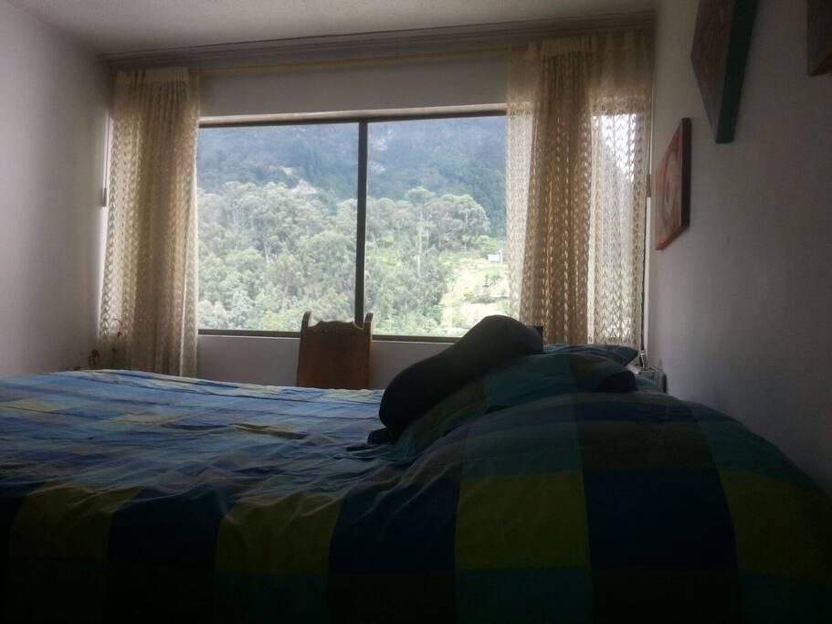 Linda vista hacia las montañas de Bogotá.