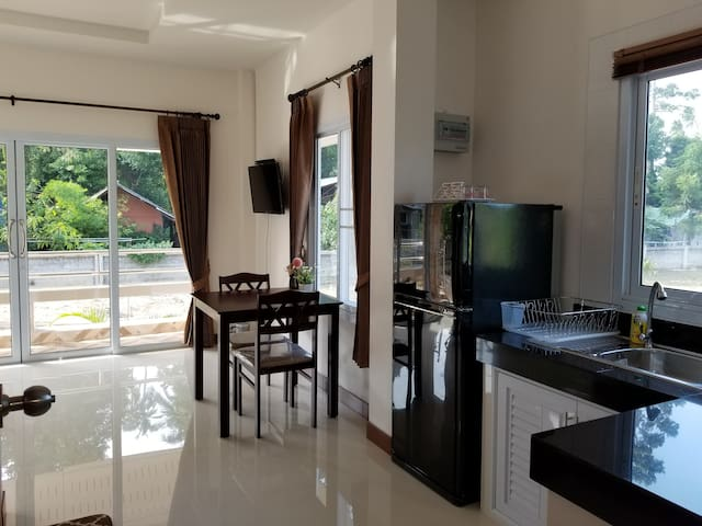 New 1 Bedroom House Near Maenam Beach