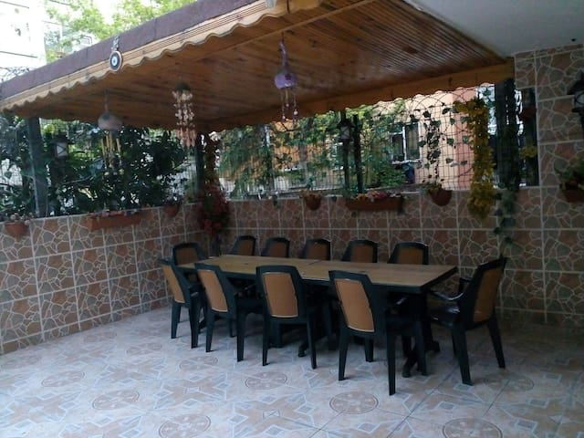 Amazing garden flat in Bakirkoy - İstanbul - House