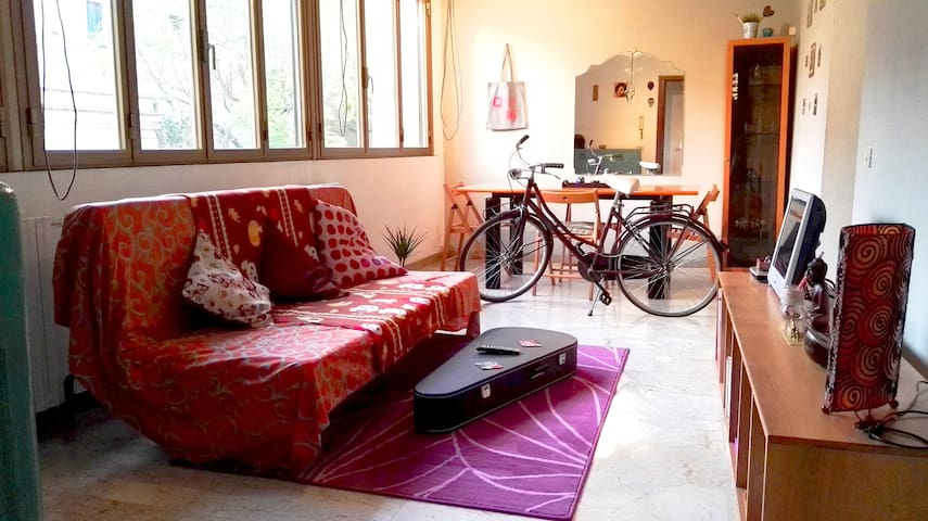 Cozy room with free bikes ! - Rome - Huis
