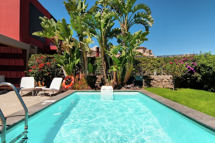 Comfortable villa with private pool, garden and views of Salobre Golf