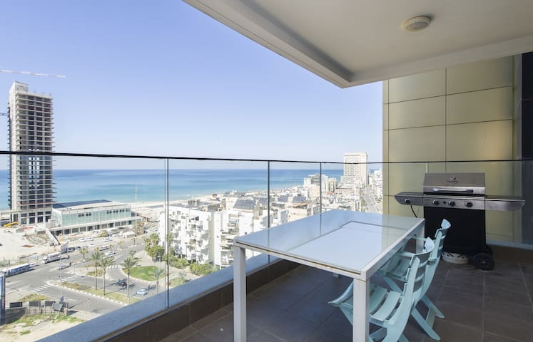 3 Bedroom Front Sea Apartment (NEW IN AIRBNB !!) - Bat Yam - Appartement