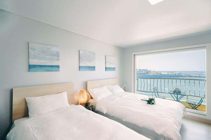조이하우스 리뉴얼 오픈 -탁트인 바다전망 /일몰 명소/공항 10분거리 /이호 테우해변