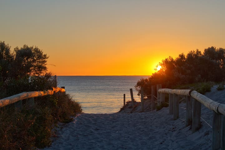 * South Fremantle Sunsets * - Beaconsfield - Casa