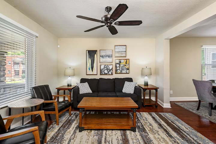 ⭐️ 5 Bdr⭐️ Newly Renovated ⭐️Central to KC!!