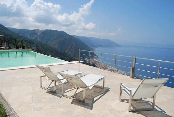 Luxury Seafront Villa Calabria