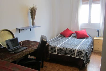 Habitación bien situada, con cama de 2x1,5 metros - Madrid - Apartment
