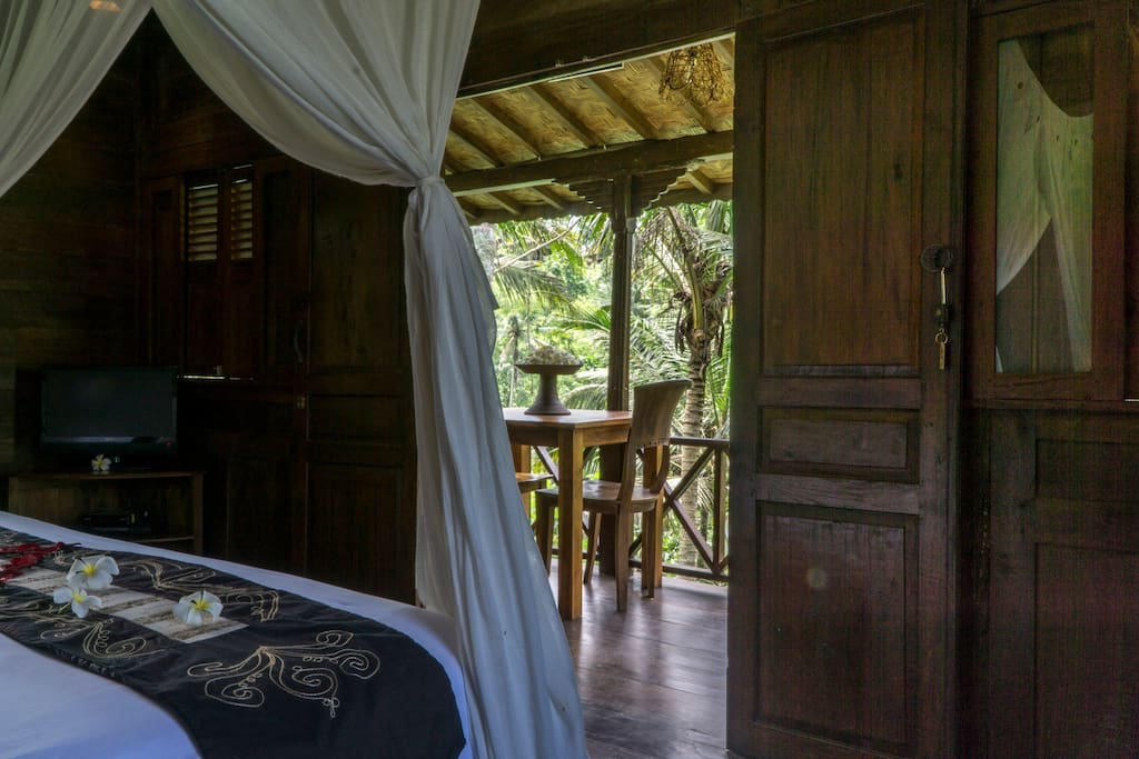 Your romantic bed overlooking the jungle and the sound of nature