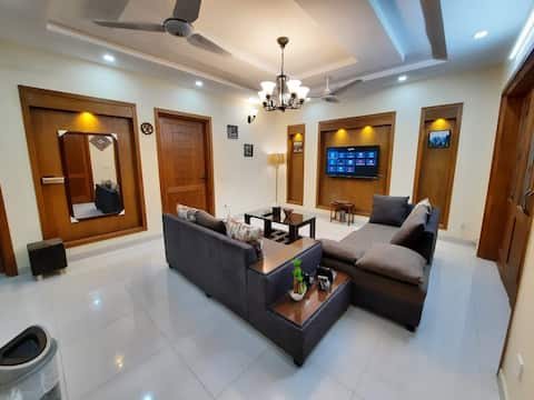 Family 2BHK G Parking Netflix WiFi UhdTv Kitchen