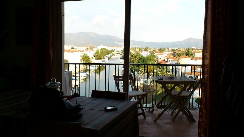 Lovely apt. with views to Marina. - Empuriabrava - Appartement