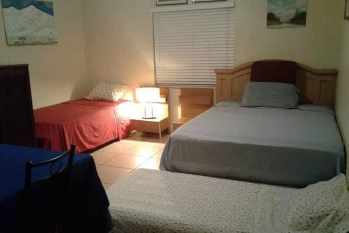 DREAM ROOM FOR 1-5 PEOPLE. Hallandale  Beach-Miami