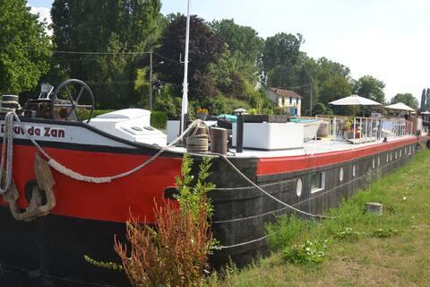 Gîte atypique  sur le canal du Nivernais