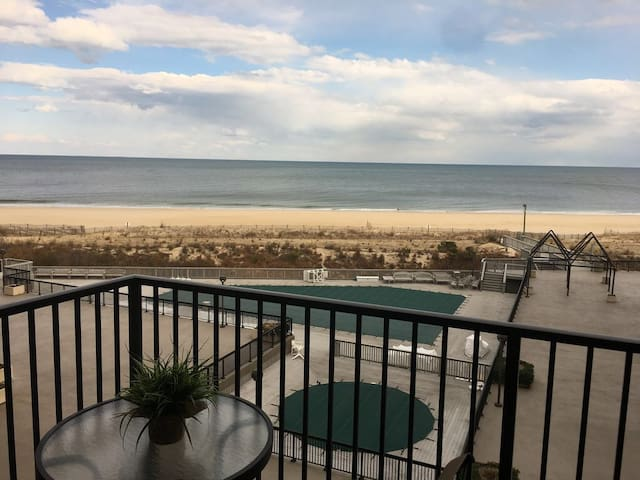 Ocean Front Condo HH,3 Bedrooms, 2 Baths, Sleeps 8