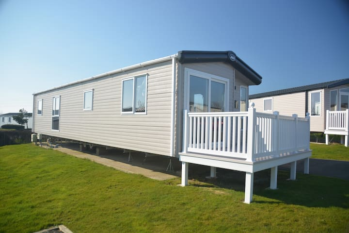Lagoon Close, Platinum grade luxury caravan