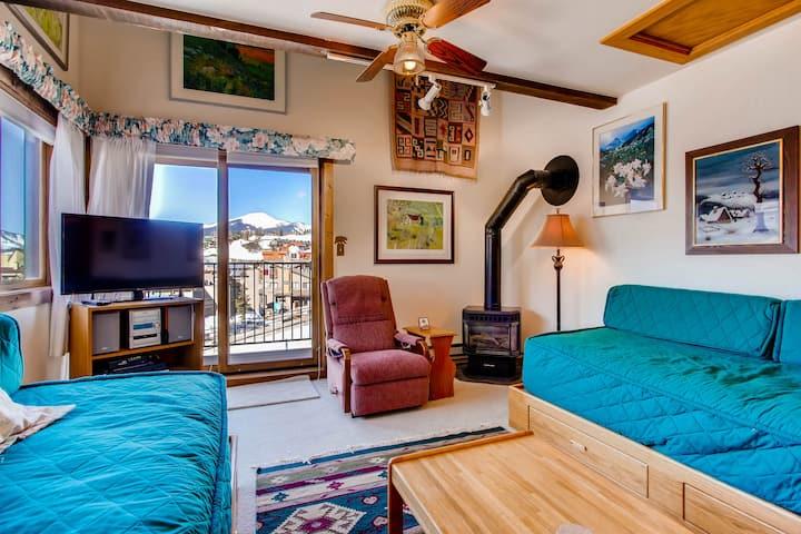 Ski-in Ski-out Studio Private Balcony & Fireplace