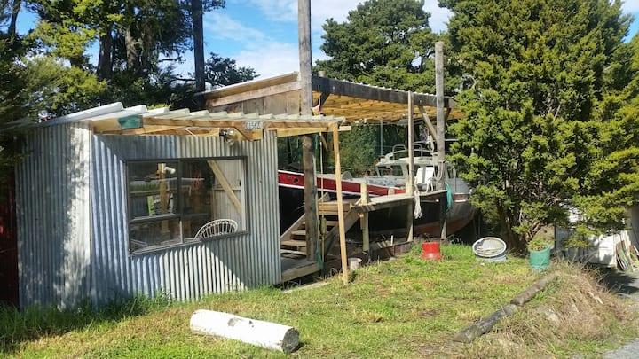 Sandy Bay Hideaway, Tutukaka Coast/ the Boat House