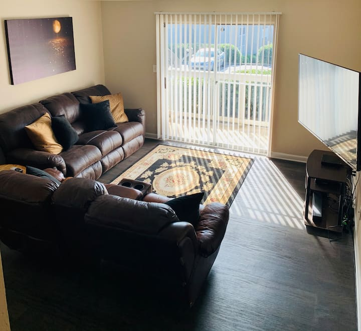 Short Walk to Braves Stadium! Cozy 2Bed 2Bath!