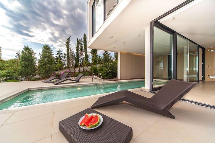 Golden Rays Luxury Villa 7