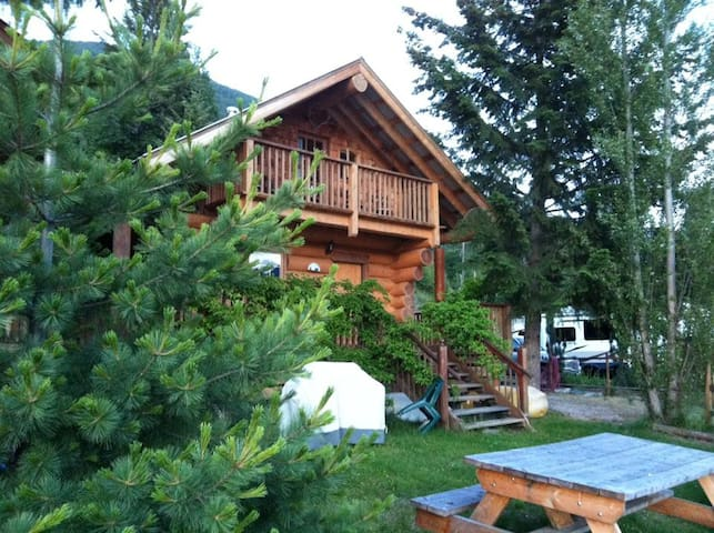 Beach Log Chalets -hear the sound of the waves