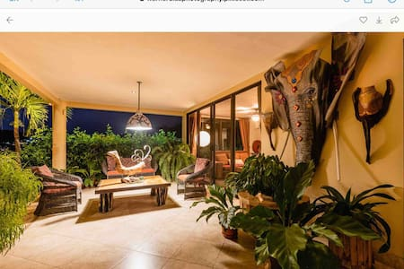 Luxurius condo huge window viewing valley Hermosa