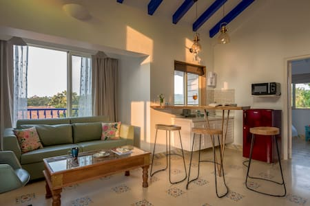 1 BR Suite w/ Balcony & Pool in Vagator, 101