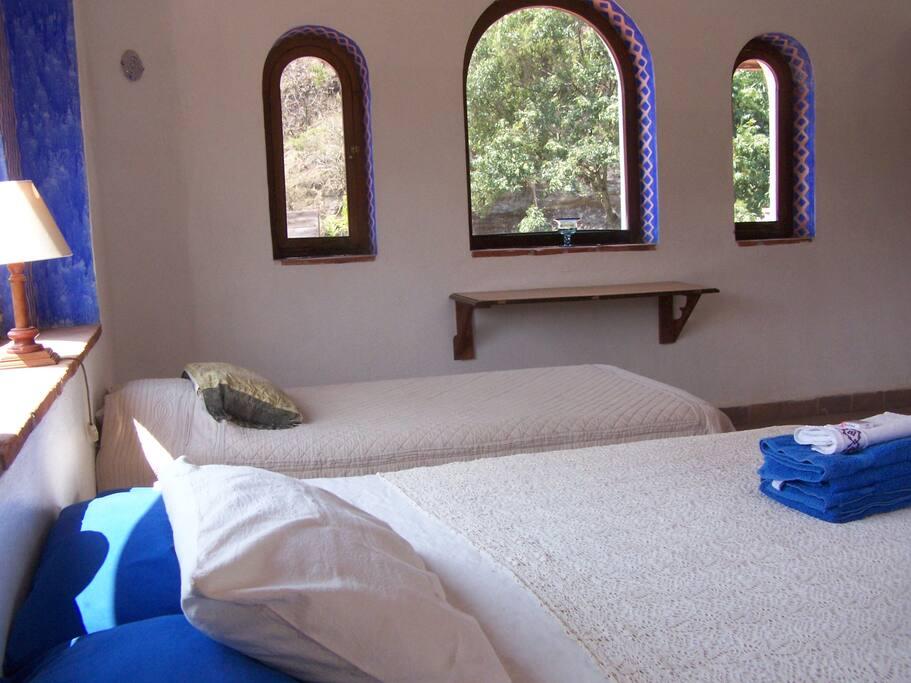 Las ventanas son la particularidad de La Cúpula. Tiene un escritorio con vista sobre el Cerro de los Ídolos.