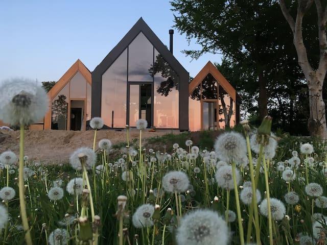 Lichthaus mit Seeblick