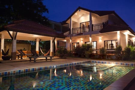 Luxury Pool Villa, by Long Beach