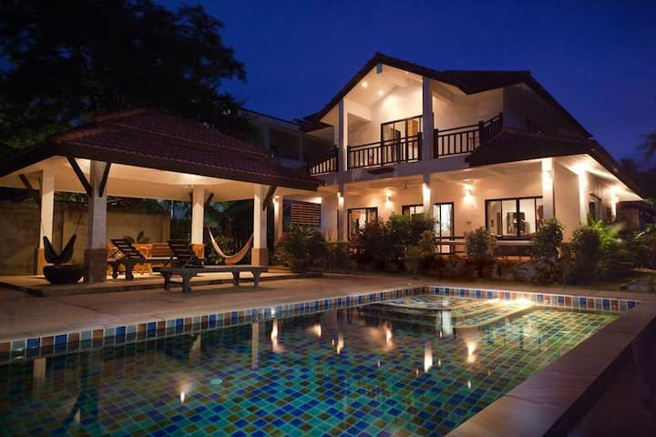 Luxury Pool Villa, by Long Beach