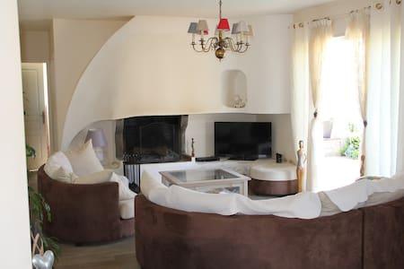 Jolie maison proche de la mer - travo, ventiseri - Dům