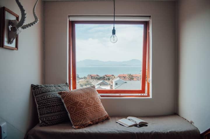 Corner_11: Trendy gem with sea & mountain views.