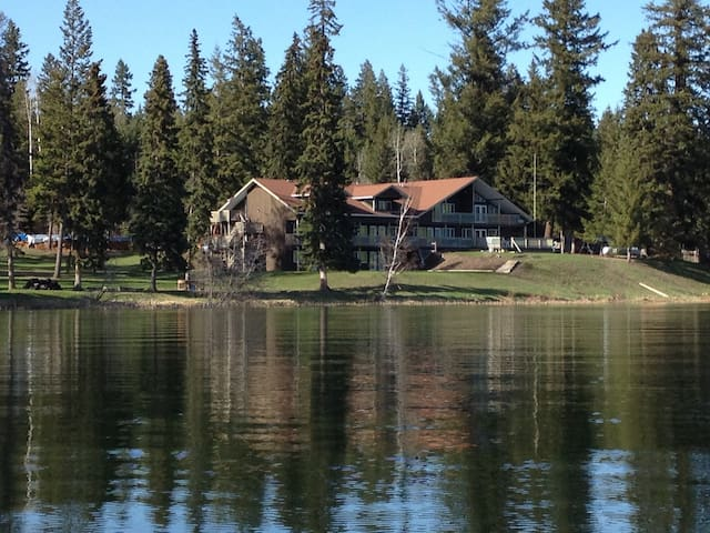 Tyee Lake Lodge