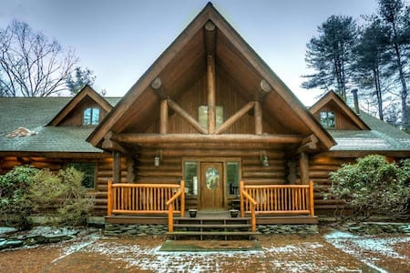 Beautiful Log Cabin - Glen Spey