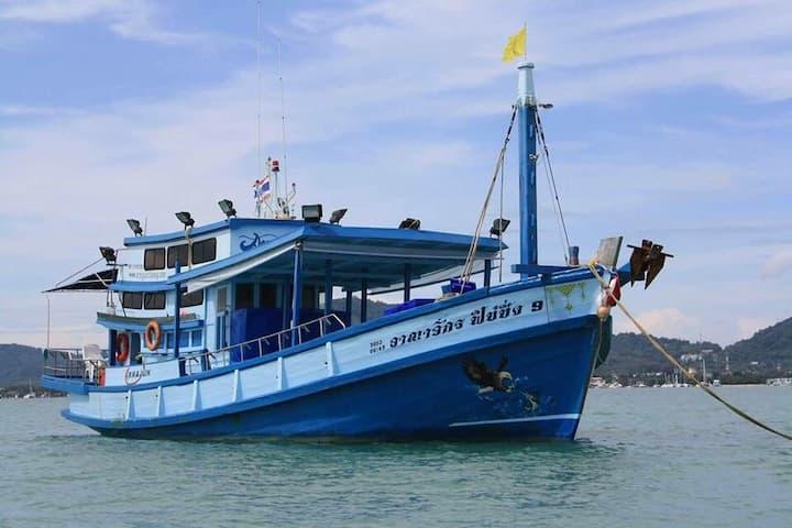 Arnajukfishing trip Phuket Andaman