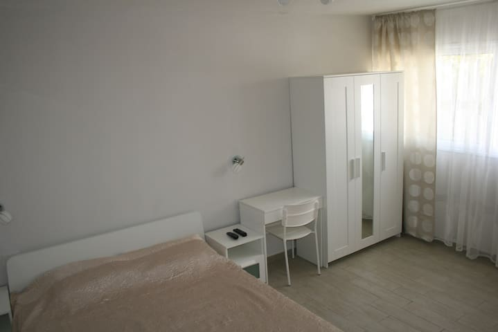 room in a villa with a bathroom - Ashdod - Villa