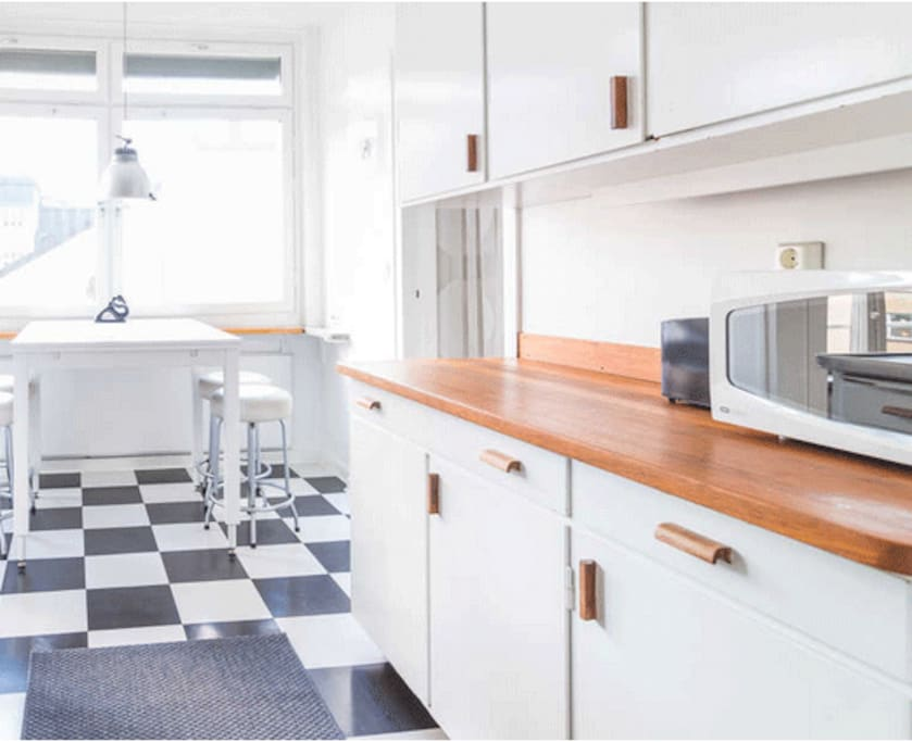 Kitchen a la 50 ies with place for 4 -5 people