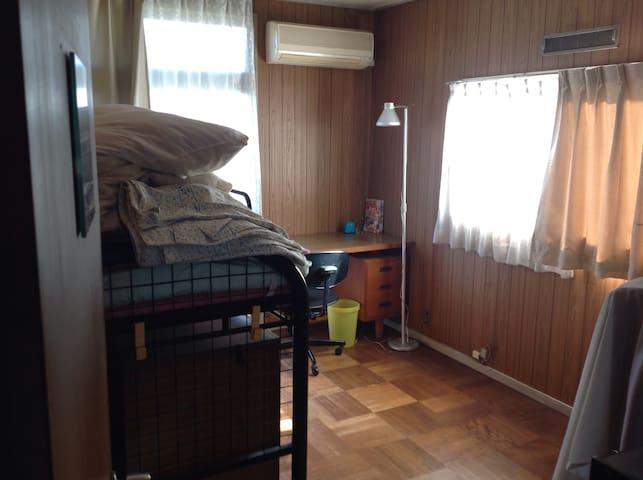 閑静な住宅地で駅から徒歩数分、高尾山迄3駅新宿まで40分 - Hachiōji-shi - Ev