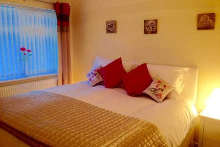 Cosy house close to Benllech beach. - Benllech - 一軒家