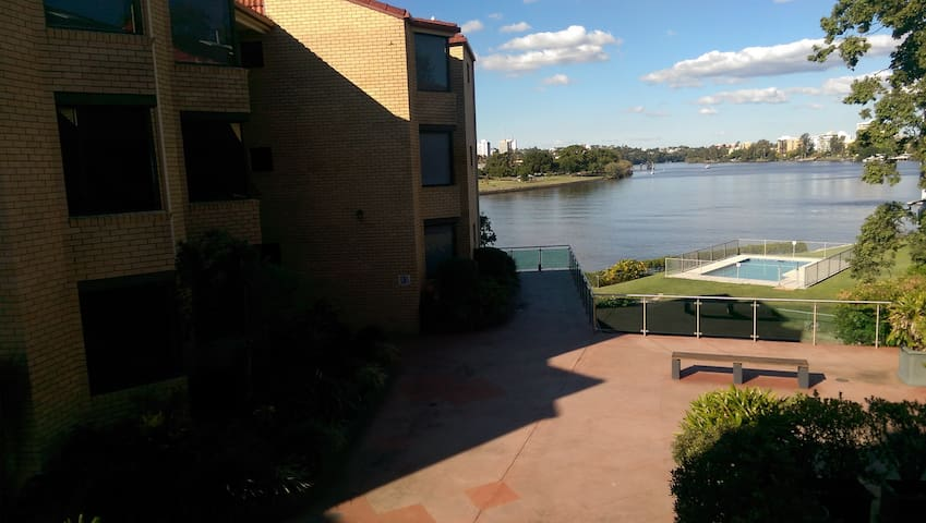 Room in River view apartment - Toowong - Appartamento