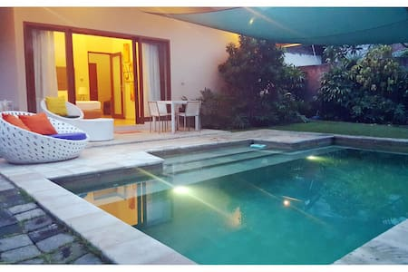 Villa Artman is located in the Southern part of Sanur.  Very convenient location, where you are only meters away from restaurants, bars and shopping areas. In addition, it is only a mere 500 meters from the beach in the area.